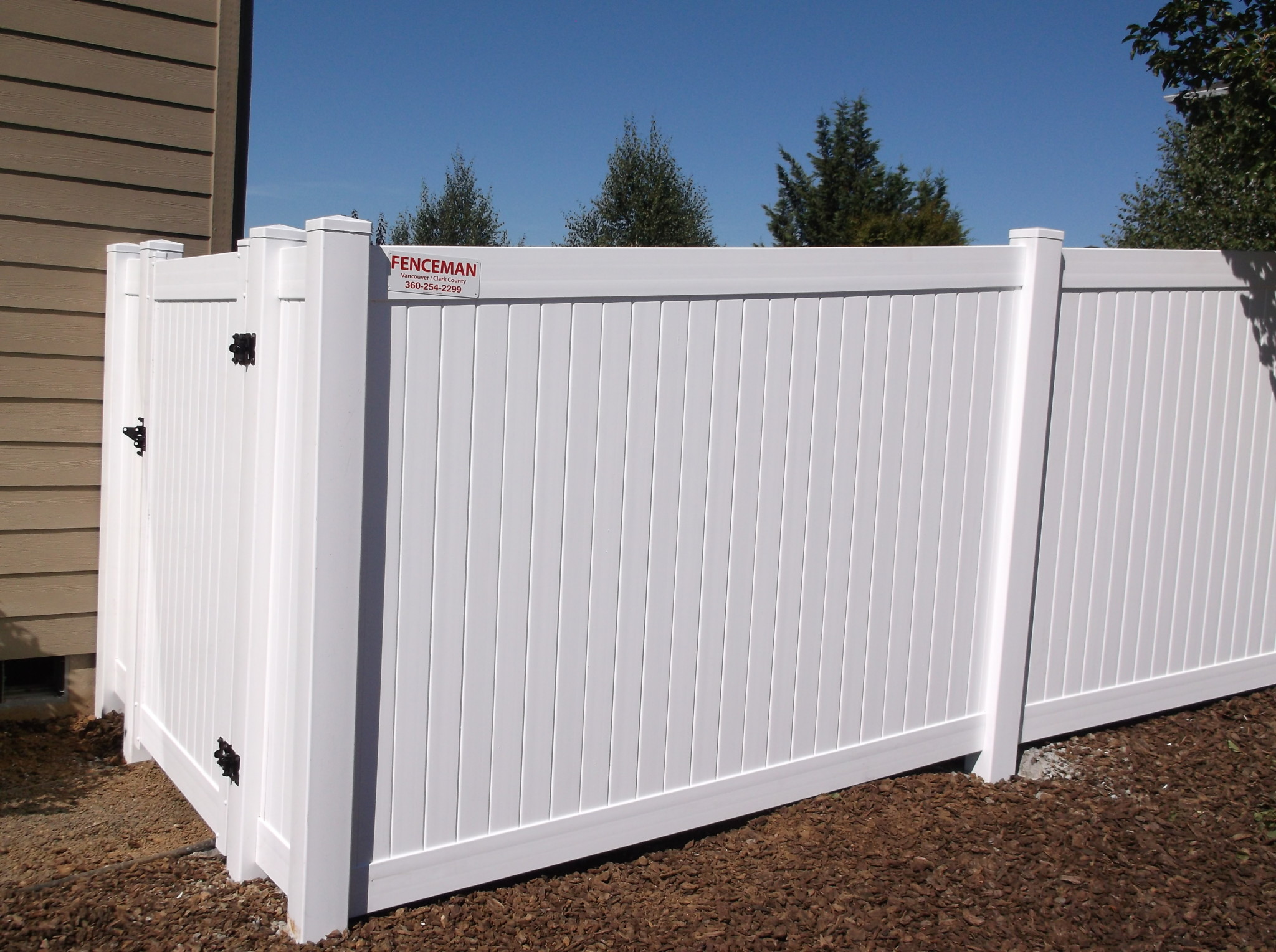 White Vinyl Fence provides both privacy and value. Contact Vancouver Washington's Best Fence Builders. The Fenceman Fence Company installs wood, vinyl, chain link and ornamental iron fences. We also offer materials for the do it yourselfer.