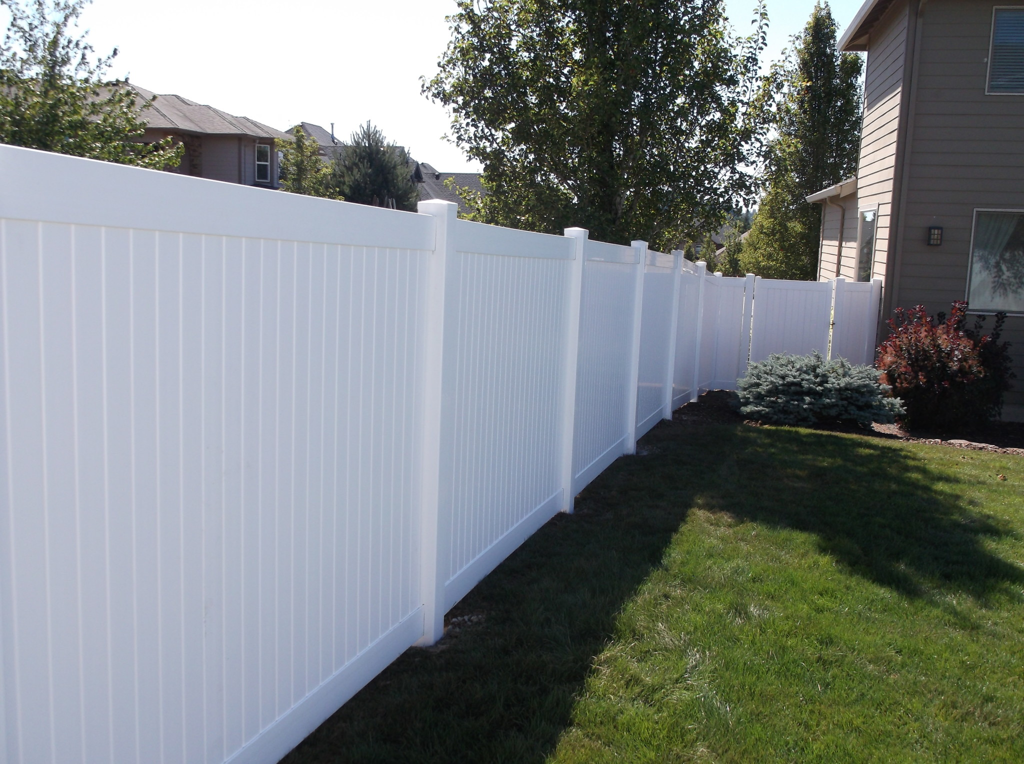 White Vinyl Fence maximize your privacy on your corner lot. Contact Vancouver Washington's Best Fence Builders. The Fenceman Fence Company installs wood, vinyl, chain link and ornamental iron fences. We also offer materials for the do it yourselfer.