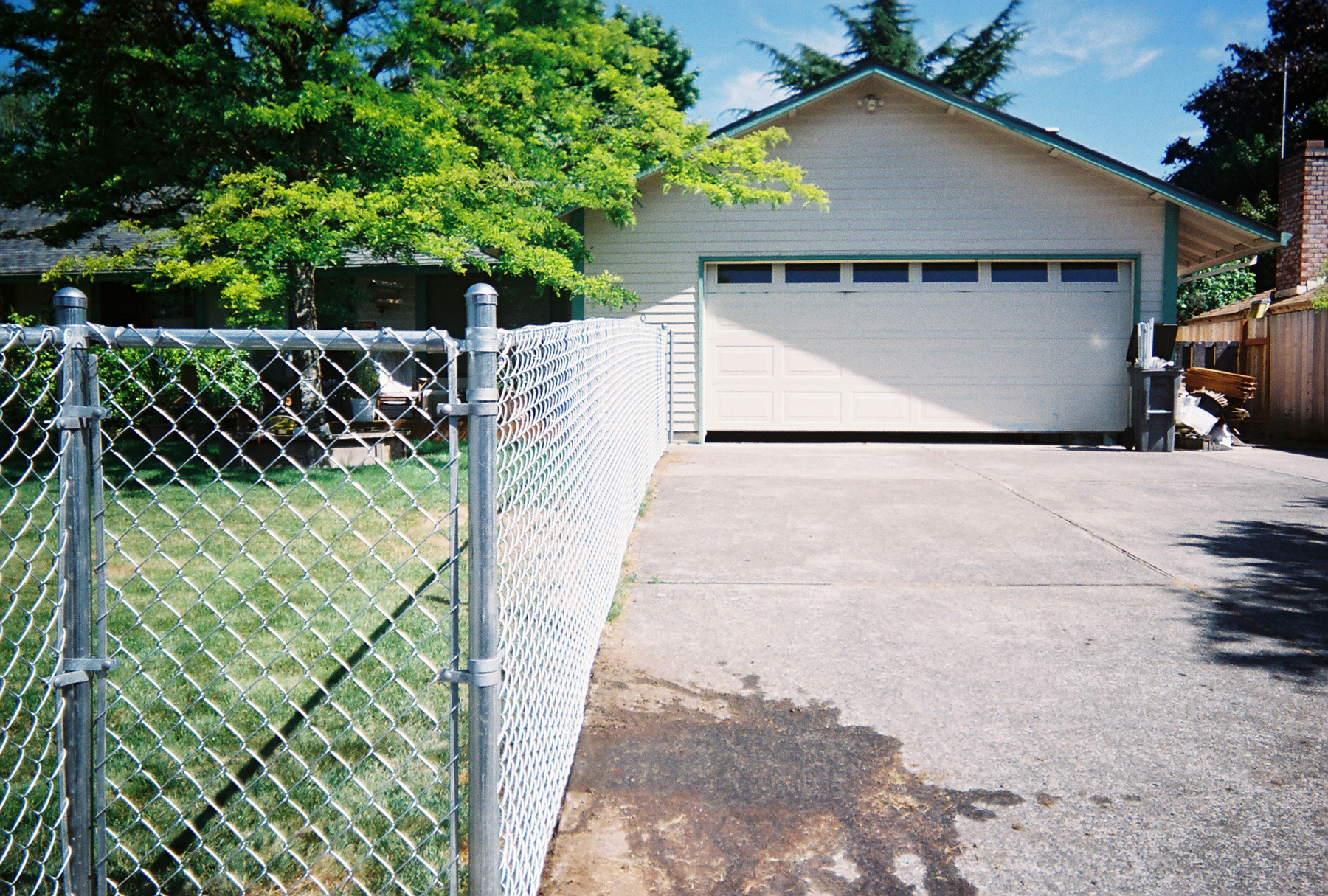 Front Yard Chain Link Fences does not allow your pets to roam free, keeping them safe and giving you peace of mind. Contact Vancouver Washington's Best Fence Builders. The Fenceman Fence Company installs wood, vinyl, chain link and ornamental iron fences. We also offer materials for the do it yourselfer.