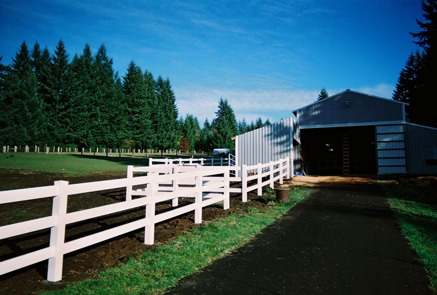 3 Rail White Vinyl Fence. Great option for decoration or working farm. Contact Vancouver Washington's Best Fence Builders. The Fenceman Fence Company installs wood, vinyl, chain link and ornamental iron fences. We also offer materials for the do it yourselfer.