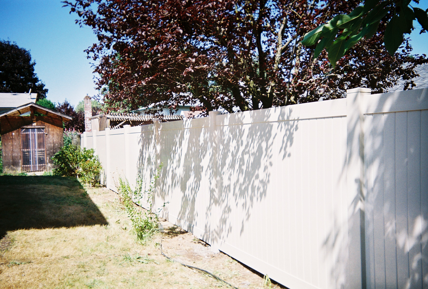 White Vinyl Fence maximize your privacy in tight areas. Contact Vancouver Washington's Best Fence Builders. Providing the best in all your fence needs for over 35 years. Call: 360-254-2299 today