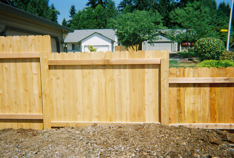 This Dog Eared Stepped Fence with Post covers really opens up the front yard while still providing privacy. Contact Vancouver Washington's Best Fence Builders. The Fenceman Fence Company installs wood, vinyl, chain link and ornamental iron fences. We also offer materials for the do it yourselfer.