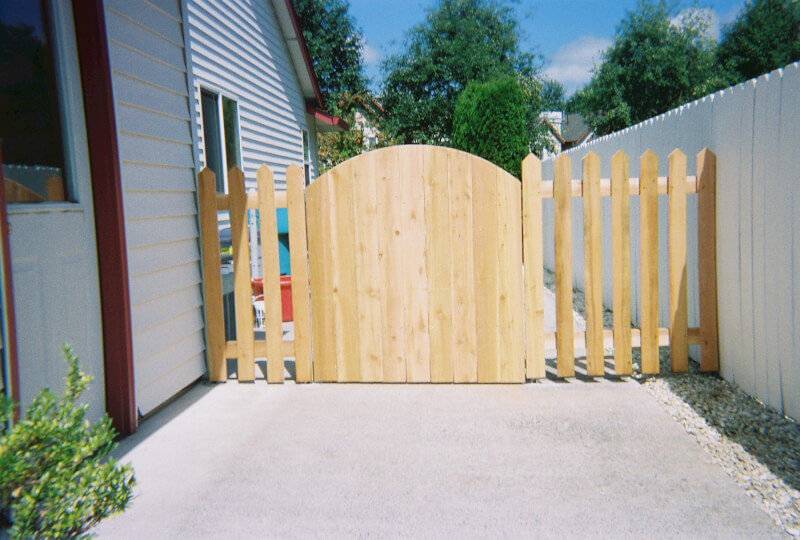 Steel frame work not visible from outside of gate. The Fenceman Fence Company installs wood, vinyl, chain link and ornamental iron fences. We also offer materials for the do it yourselfer.