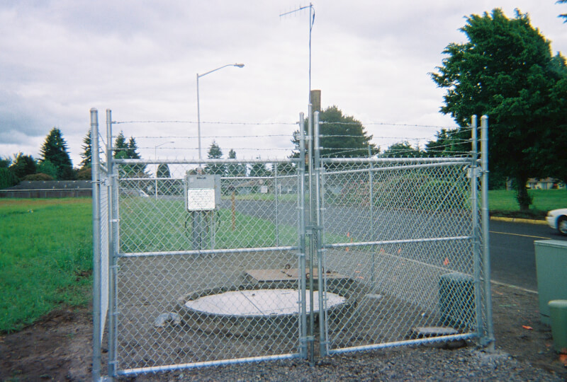 Custom Industrial Jobs Welcome. The Fenceman Fence Company installs wood, vinyl, chain link and ornamental iron fences. We also offer materials for the do it yourselfer.