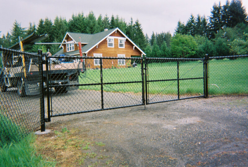 Back vinyl chain link sturdy weld frame driveway gate. The Fenceman Fence Company installs wood, vinyl, chain link and ornamental iron fences. We also offer materials for the do it yourselfer.